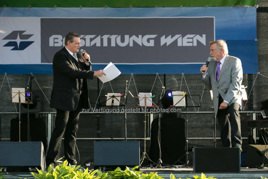 Peter Rapp und Dieter Chmelar am Nachklang 2014: B&F Wien - Bestattung und Friedhöfe GmbH: Nachklang 2015 - das Open-Air-Konzert auf dem Wiener Zentralfriedhof (C) B&F, © Aussender (08.06.2015)