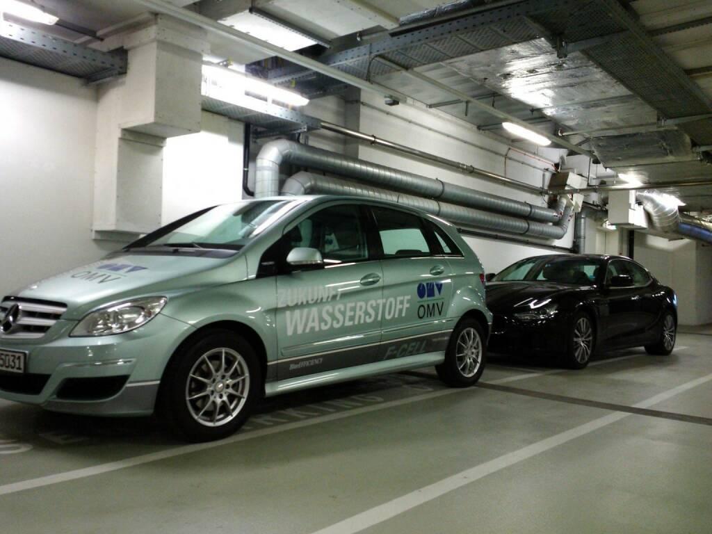 Mit dem OMV-Wasserstoff-Auto und einem Black Beauty Car von Gregor Rosinger für das nächste Fach-PDF unterwegs … http://www.christian-drastil.com/fach-pdf (09.06.2015)