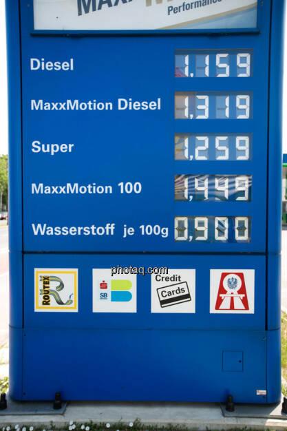 OMV, Kraftstoffpreis Anzeige, © photaq/Martina Draper (10.06.2015)