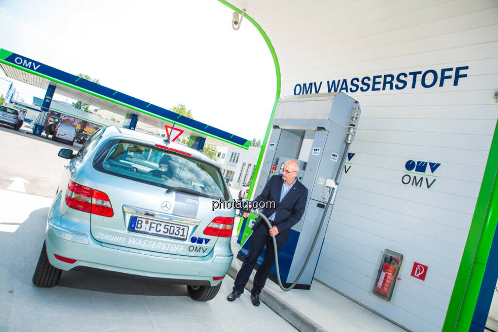 Walter Böhme (Leiter Innovationsmanagement OMV), Wasserstoff Tankstelle, © photaq/Martina Draper (10.06.2015)