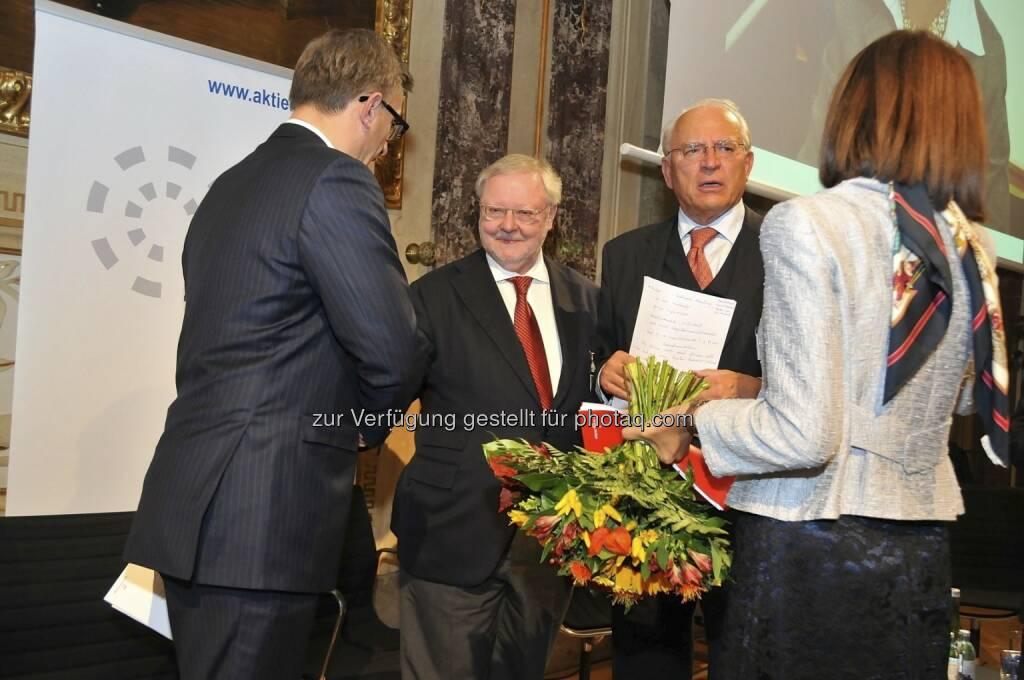 Robert Ottel (voestalpine/Aktienforum), Werner Muhm (AK), Claus Raidl (OeNB), Birgit Kuras (Wiener Börse) (15.12.2012)