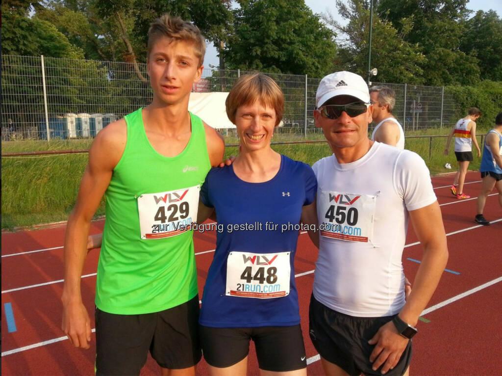 Timon Theuer mit seinen Vereinskollegen vom team2012.at, Elisabeth Holkovic-Pöltner und Gerald Holkovic, © Wilhelm Lilge (16.06.2015)