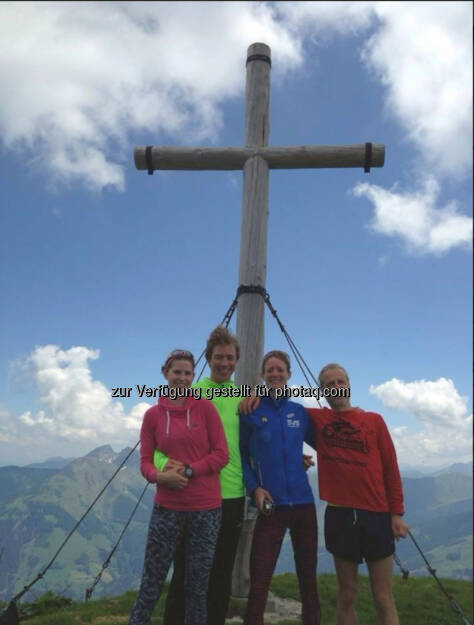 Corinna Choun, Michael Szymoniuk, Siegerin Andrea Mayr, Andreas Stitz am Gipfel. Foto: Szymoniuk & friends, © Wilhelm Lilge (16.06.2015)