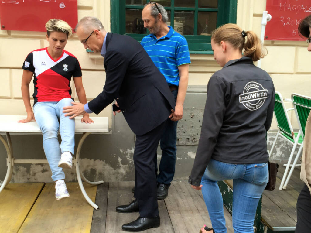 Knie okay? Elisabeth Niedereder (Tristyle), Peter Sitte (com_unit), Hakim Hadi (Pizzeria Valentino), Lisa-Marie Köhler (Motiwirtin) (17.06.2015)