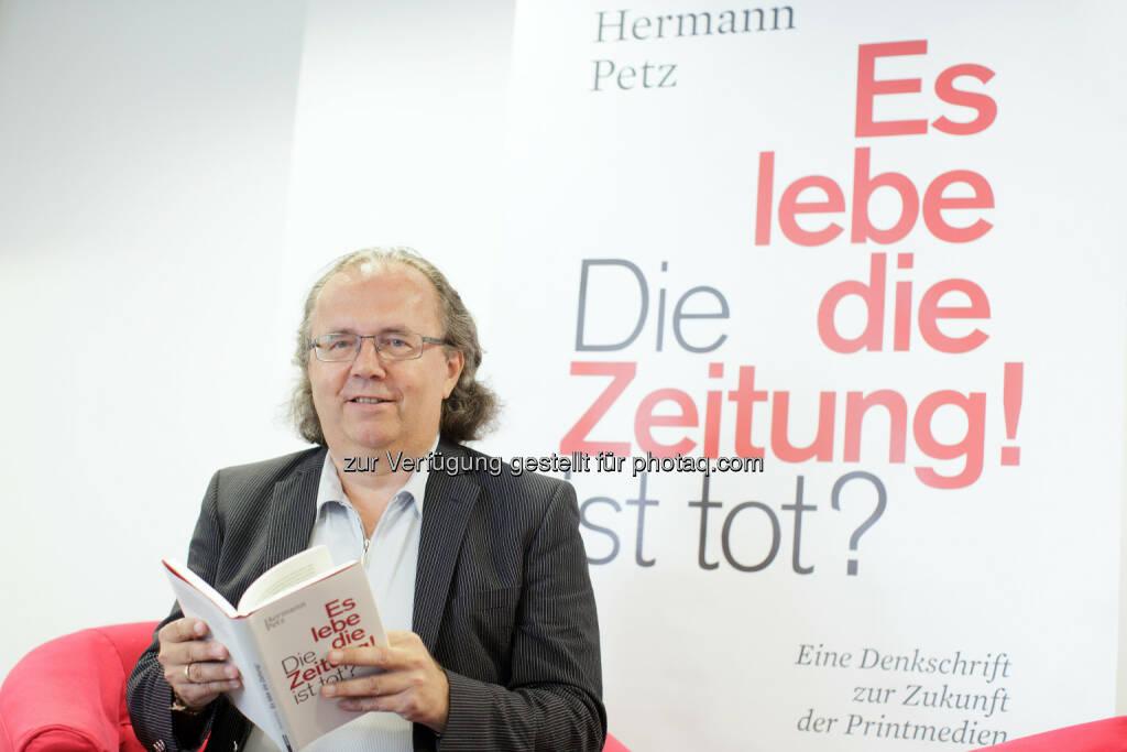 Vorstandsvorsitzender der Moser Holding, Hermann Petz: Moser Holding Aktiengesellschaft: Hermann Petz: Es lebe die Zeitung! (C) APA, © Aussender (18.06.2015)