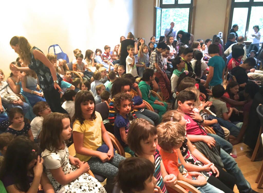 Überfüllter Raum (19.06.2015)