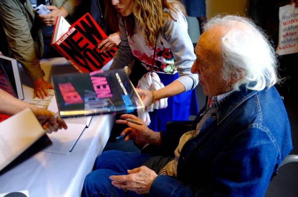 William Klein, signing New York, © Josef Chladek (21.06.2015)
