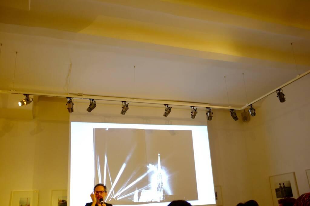 Andreas H. Bitesnich während seines Vortrages, mit Deeper Shades Vienna, © Josef Chladek (21.06.2015)