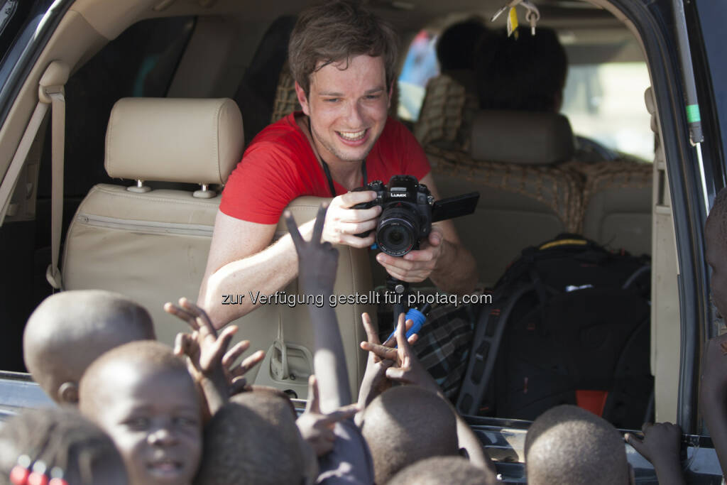 Florian Platter im Südsudan: News on Video GmbH: Südsudanreporter am neovideo Kongress 2015 (C) Sebastian Philipp, © Aussender (22.06.2015)