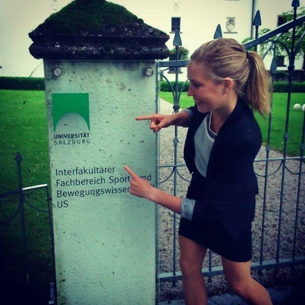 Runplugged-Athletin Sandra Koblmüller hat den Magistertitel in Sport und Geographie geschafft. Gratulation!, © Diverse  (22.06.2015)