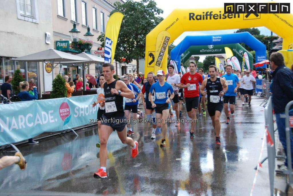 Rosenarcadelauf Tulln, Start, © MaxFun Sports (25.06.2015)