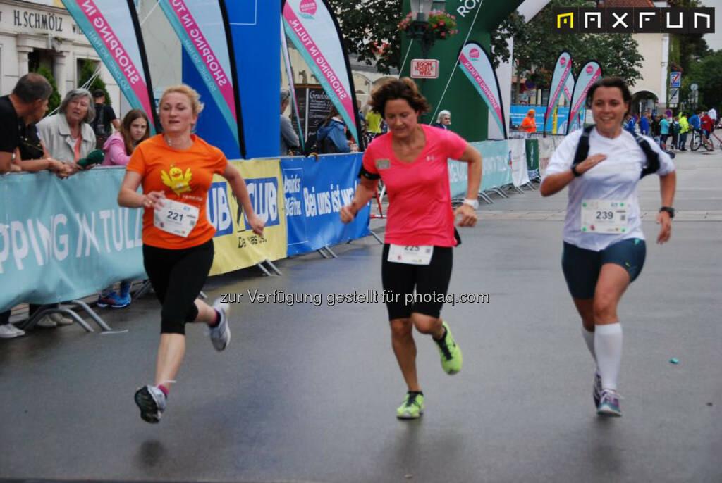 Rosenarcadelauf Tulln, Sprint, Zielsprint, © MaxFun Sports (25.06.2015)