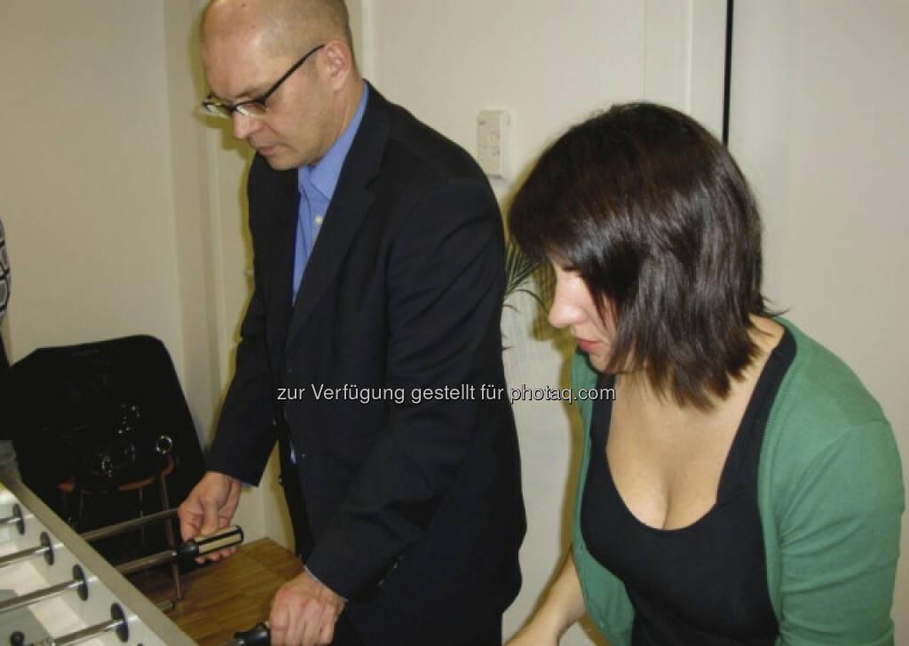 Karl Brauneis, Wiener Börse (8. März) hier im Tischfussball-Team mit Kollegin Güler Kilic - finanzmarktfoto.at wünscht alles Gute! , © entweder mit freundlicher Genehmigung der Geburtstagskinder von Facebook oder von den jeweils offiziellen Websites  (08.03.2013)