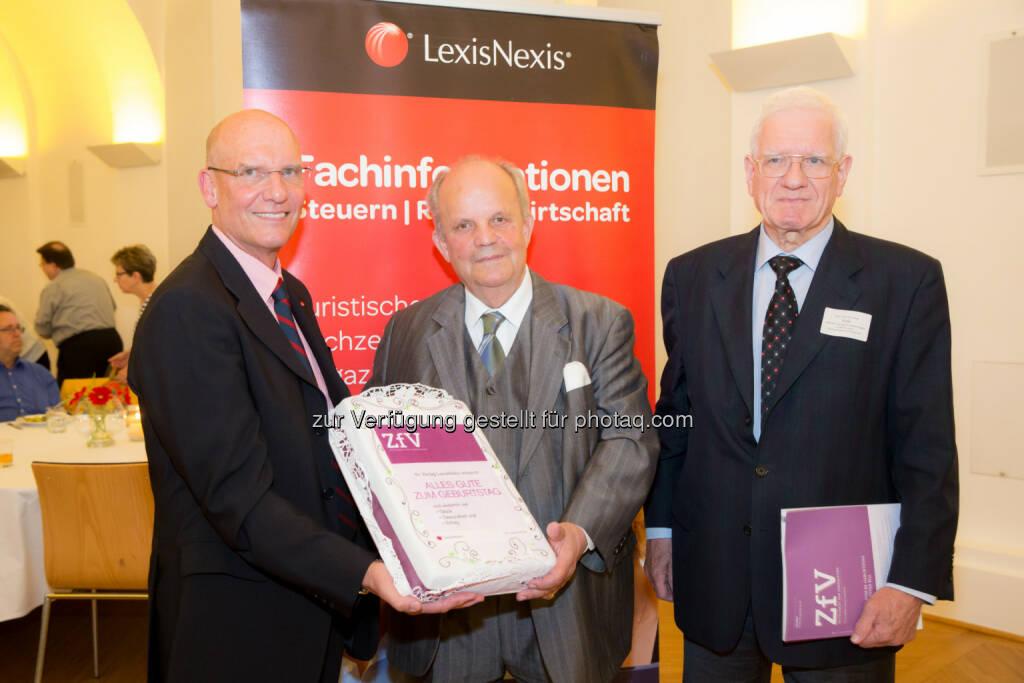 Peter Davies, Heinz Peter Rill, Elmar Puck: LexisNexis: Ein Abend für LexisNexis-Autoren - Ehrung zum 80. Geburtstag, © Aussendung (26.06.2015)