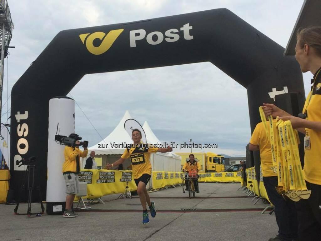 Herzlichen Glückwunsch an unseren Postler Florian Fuchs, dem Sieger des Familienlaufs in Wals-Siezenheim!   Die ersten 300 KM liegen nun hinter uns - weiter geht's für #MissionSusi  Source: http://facebook.com/unserepost, © Aussendung (28.06.2015)