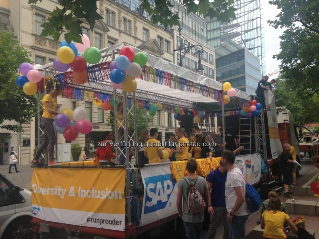 SAP: Die USA sagen Ja zur Homo-Ehe! Das feierten wir heute auf dem Christopher Street Day in Berlin: http://spr.ly/6184BBUj6 Berliner CSD e.V.  Source: http://facebook.com/SAP, © Aussender (28.06.2015)
