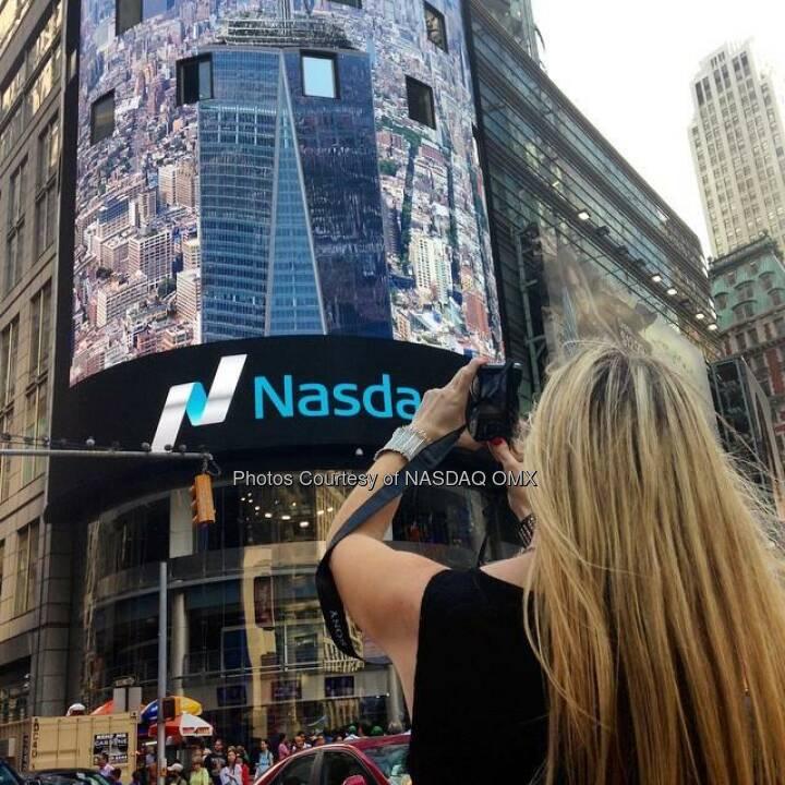 Foto #NasdaqArtist @nyroamer #photographs her #photos on the #Nasdaq Tower! So #Meta  Source: http://facebook.com/NASDAQ