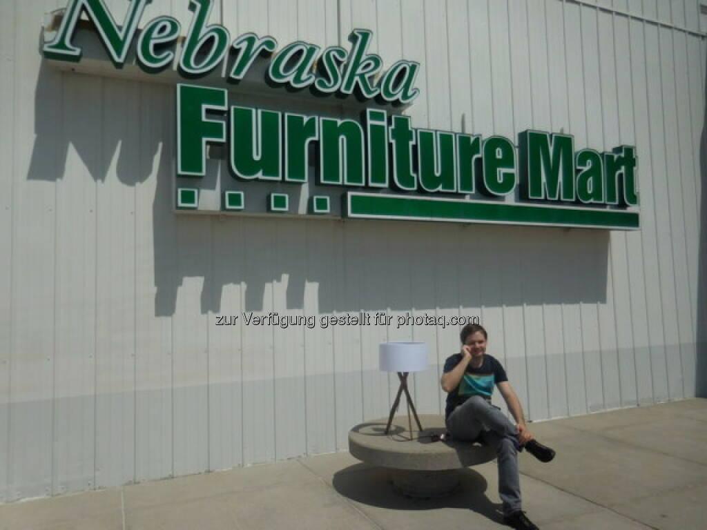 Der Nebraska Furniture Mart, einst von Mrs. B., Rose Blumkin, gegründet, gehört heute zum Imperium des Value Investors Warren Buffett, © Alois Alexander Greiner (30.06.2015)