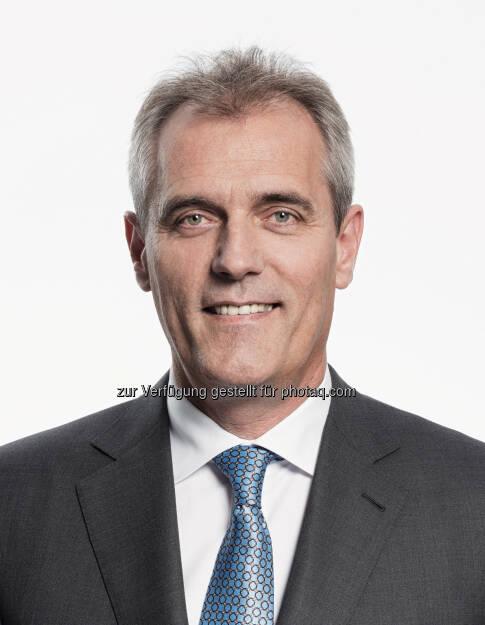 Rainer Seele startet mit heute, 1. Juli 2015, als Vorstandsvorsitzender und Generaldirektor der OMV. In den kommenden Wochen wird er sich vor allem dem Unternehmen, den Mitarbeiterinnen und Mitarbeitern widmen. Der erste Medienauftritt ist anlässlich der Pressekonferenz zum Halbjahresergebnis am 12. August 2015 geplant. (Bild: OMV), © Aussender (01.07.2015)