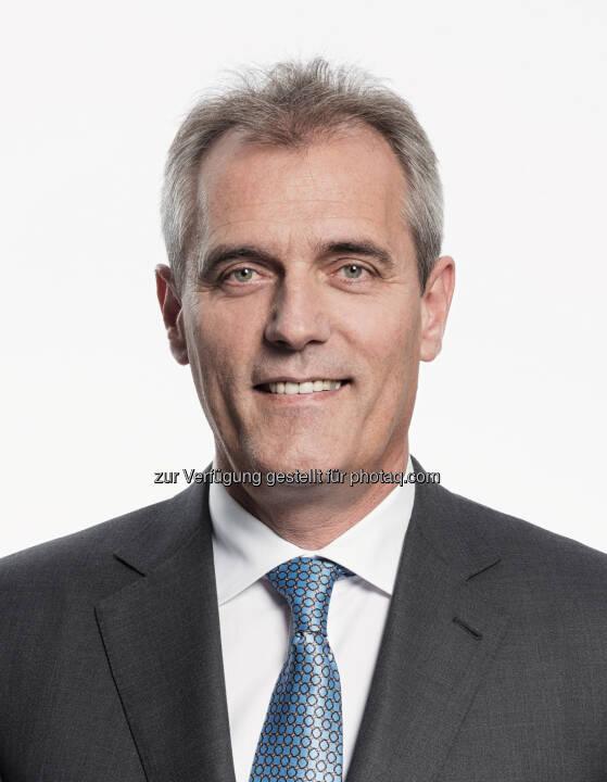 Rainer Seele startet mit heute, 1. Juli 2015, als Vorstandsvorsitzender und Generaldirektor der OMV. In den kommenden Wochen wird er sich vor allem dem Unternehmen, den Mitarbeiterinnen und Mitarbeitern widmen. Der erste Medienauftritt ist anlässlich der Pressekonferenz zum Halbjahresergebnis am 12. August 2015 geplant. (Bild: OMV)