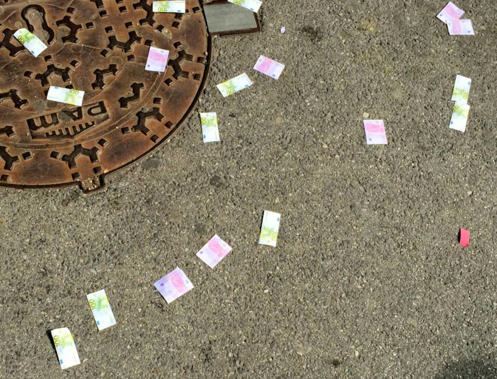 Euro Geld liegt auf der Strasse (02.07.2015)