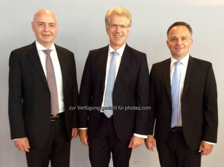 CFO Martin Hipp und CEO Dieter Manz mit dem neuen COO Martin Drasch (von links nach rechts) bei der Hauptversammlung 2015, (C) Manz AG