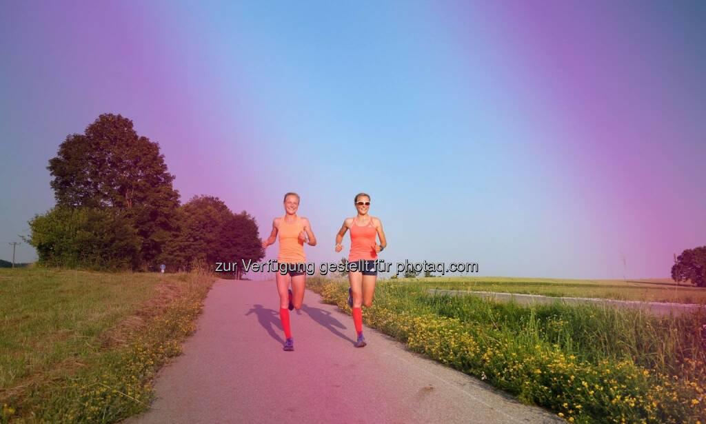 Sommer - Anna Hahner und Lisa Hahner, Hahnertwins, &copy; <a href=