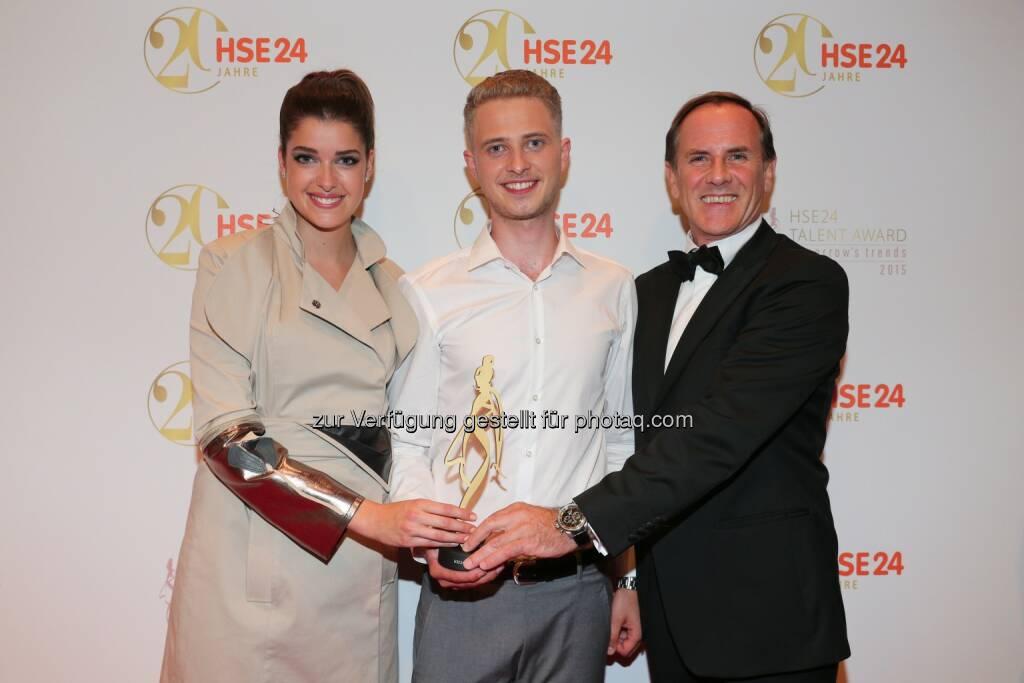 Marie Nasemann, Winner HSE24 Talent Award Lars Harre, Richard Reitzner, CEO HSE24: Nachwuchsdesigner Lars Harre gewinnt HSE24 Talent Award (C) HSE24, © Aussendung (08.07.2015)