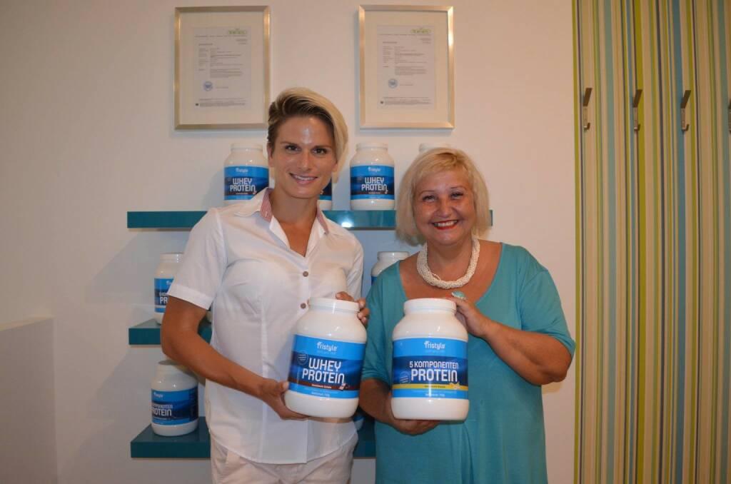 Tristyle Proteine: Elisabeth Niedereder, Bezirksvorsteherin Martina Malyar (08.07.2015)