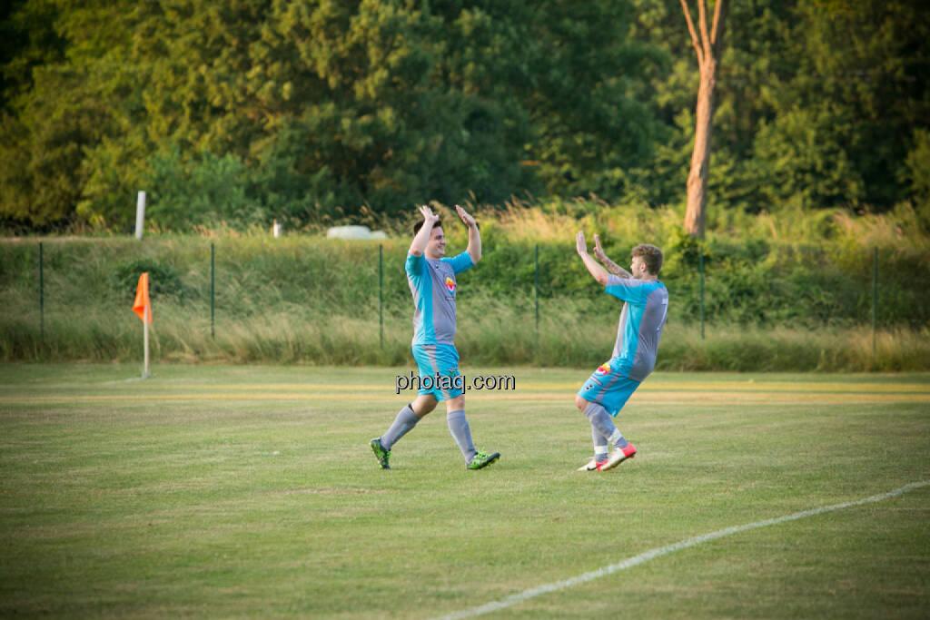 SC Alland - USC Rogner Bad Blumau, High five, © photaq/Martina Draper (14.07.2015)