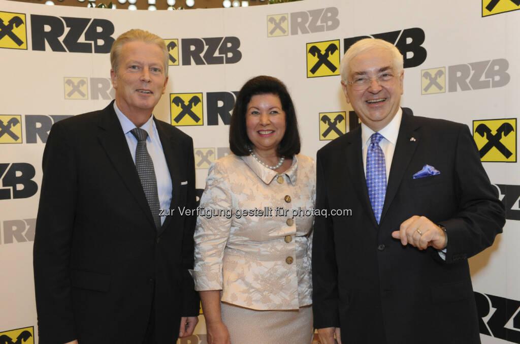 Reinhold Mitterlehner, Wirtschaftsminister; Charlotte und Walter Rothensteiner, © RZB (10.03.2013)
