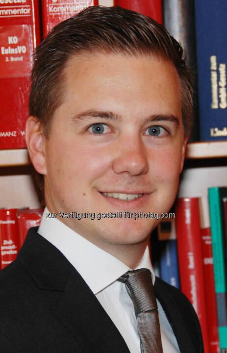 Stephan Bertuch steigt in der Kanzlei Kaan Cronenberg & Partner zum Rechtsanwalt auf. Fotocredit: Kaan Cronenberg & Partner