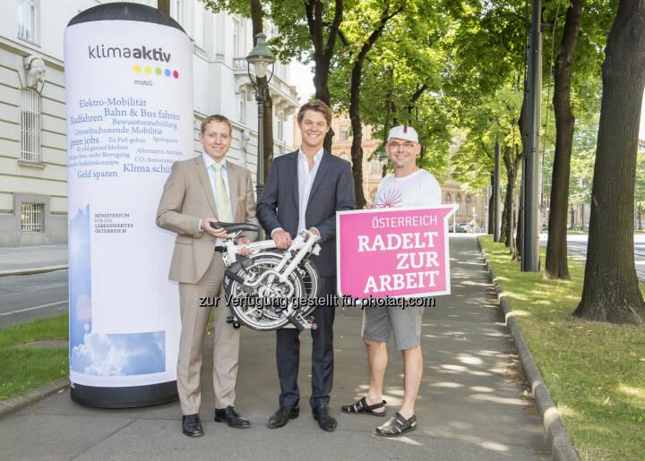 Michael Esterl, Sieger Bernhard Heinzl, Alec Hager : Preisübergabe Österreich radelt zur Arbeit : © : Bmlfuw/APA-Fotoservice/Hörmandi
