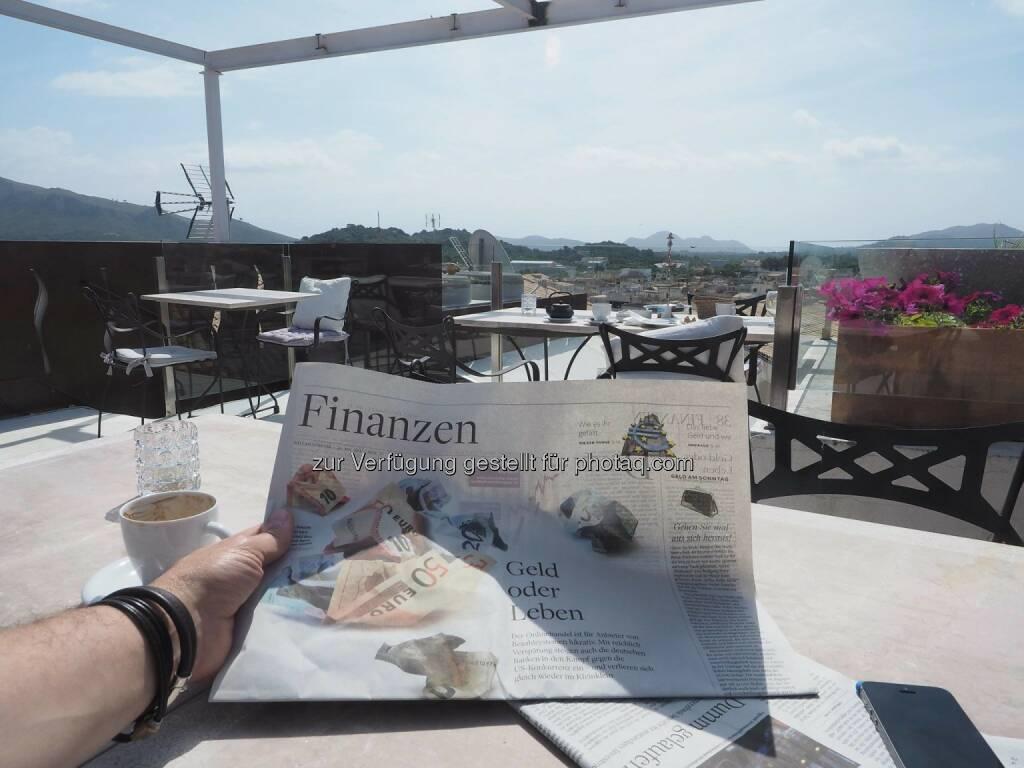Finanzen, Zeitungen, gelesen, © Dirk Herrmann (19.07.2015)