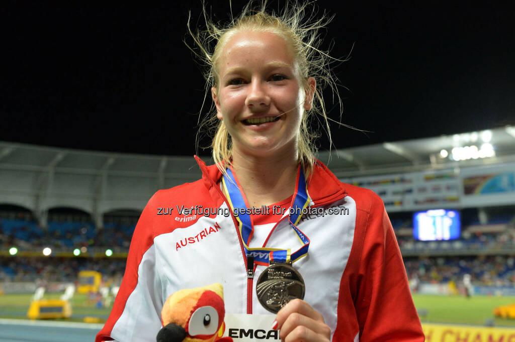 Sarah Lagger, Siegerehrung, Silber-Medaille, Siebenkampf, U18-WM Cali (19.07.2015)