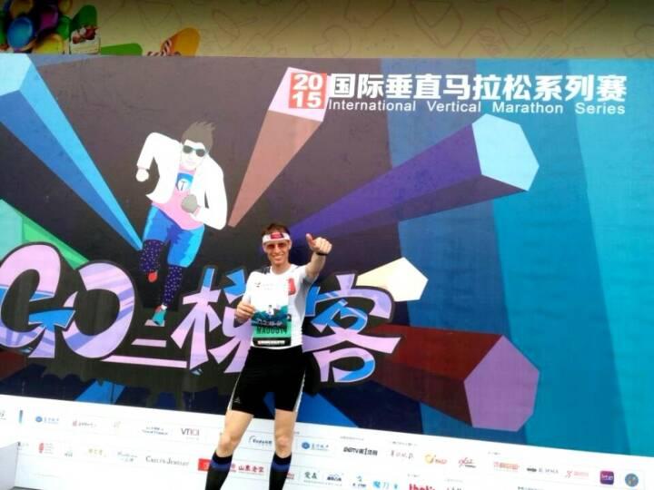 Rolf Majcen beim Lauf auf das R&F YingXin-Gebäude in Guangzhou