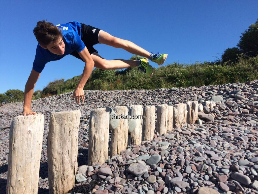 Nikolas Draper, Strand, Jump, © Martina Draper (19.07.2015)