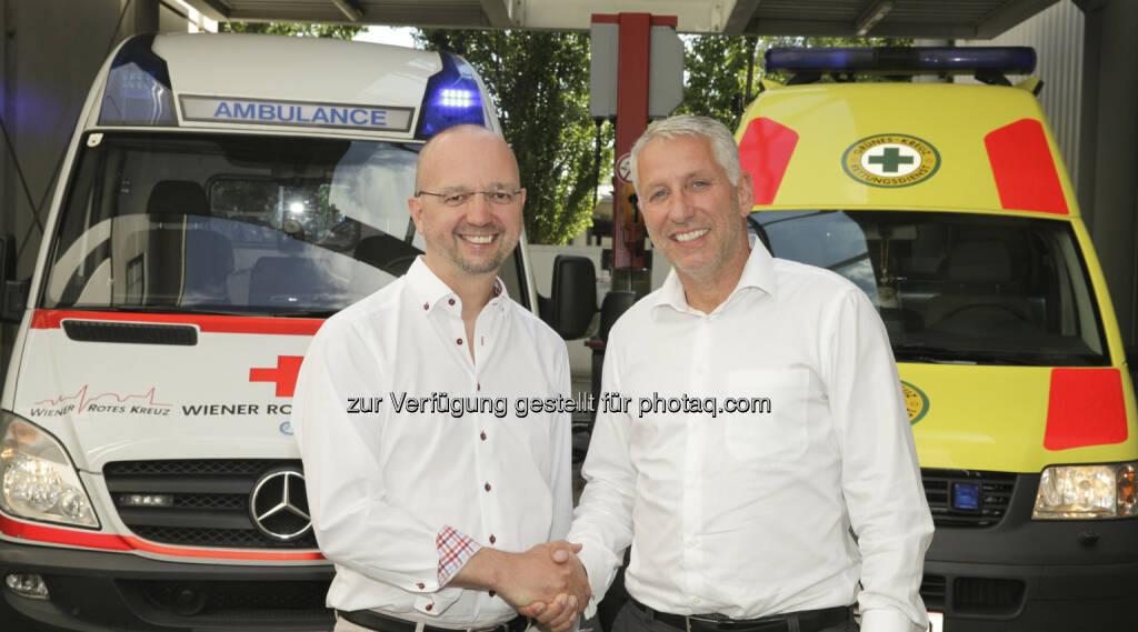 Alexander Lang( Landesgeschäftsleiter Wiener Rotes Kreuz), Kurt Plattner (Geschäftsleiter Grünes Kreuz) : Gemeinsam für Wien : © WRK/Hechenberger, © Aussender (21.07.2015)