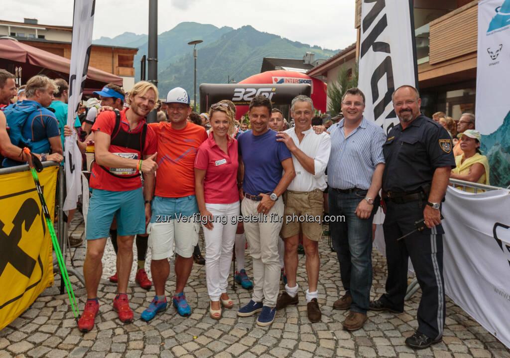 Benedikt Böhm (Dynafit International); Hubert Resch (Veranstalter) Renate Ecker, Christoph Bründl (Zell am See-Kaprun Tourismus GmbH); Ludwig Mitteregger (Vize-Bgm. Kaprun); Hans Jäger (Gemeinderat); Franz Reifmüller (Polizei) : 24.07.2015, Salzburger Platz in Kaprun, Start zum Grossglockner Ultra Trail, 110 km Berglauf : von Kaprun nach Kals und zurück zum Salzburger Platz in Kaprun : © EXPA/ JFK / Fotocredit: EXPA Pictures, © Aussendung (25.07.2015)