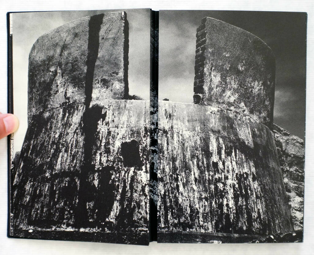 Kikuji Kawada - Chizu (The Map) (2005) 300-450 Euro http://josefchladek.com/book/kikuji_kawada_-_chizu_the_map (26.07.2015)