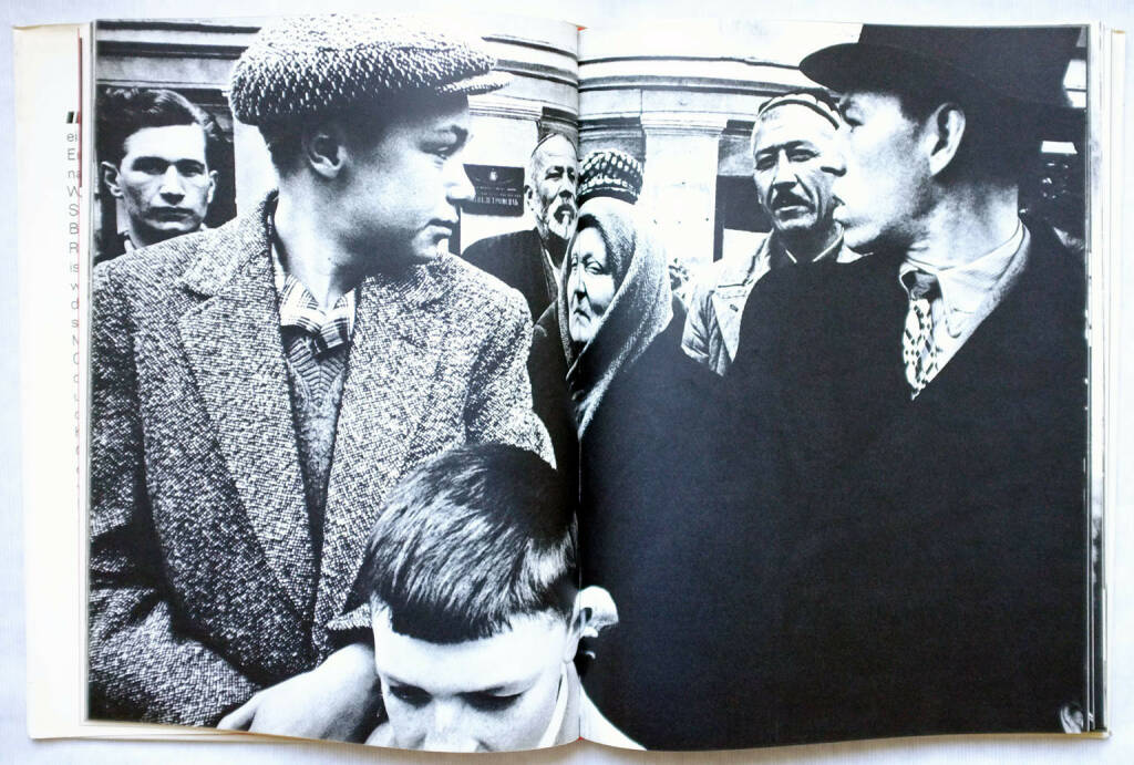 William Klein - Moskau/Moscow (1965), 300-500 Euro http://josefchladek.com/book/william_klein_-_moskau (26.07.2015)