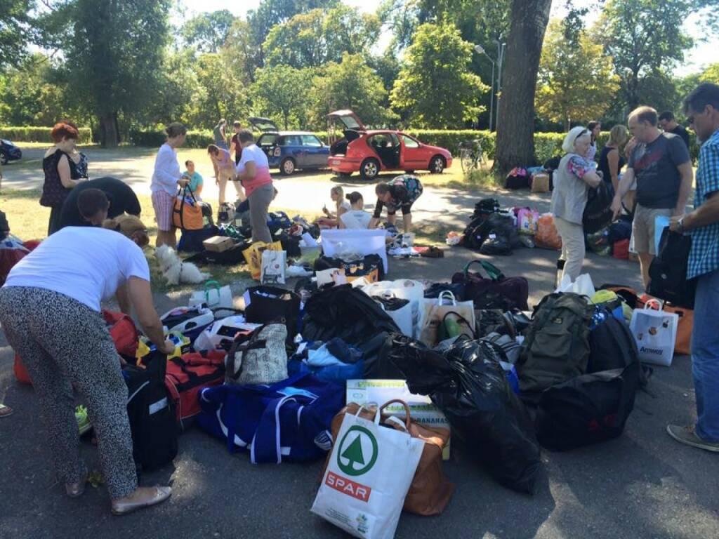 (Sport-)Sammlung für Flüchtlinge in Traiskirchen, © mit freundlicher Genehmigung von Tom Rottenberg (26.07.2015)