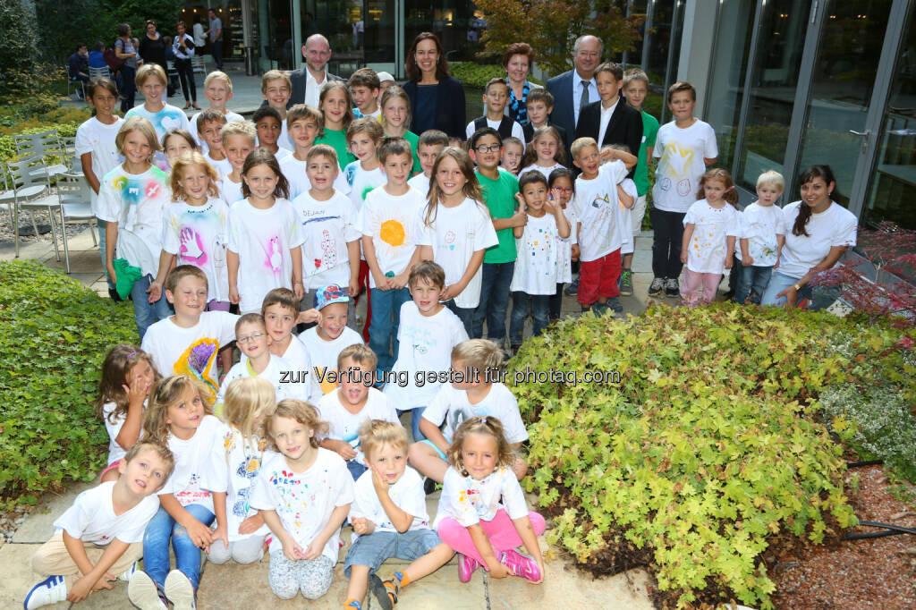 Sophie Karmasin (BM) besucht Kinderbetreuungsprojekt der Frequentis AG : Frequenty Kinderwochen  : Fotograf: Ludwig Schedl Fotocredit: Frequentis AG/APA-Fotoservice/Schedl, © Aussender (31.07.2015)