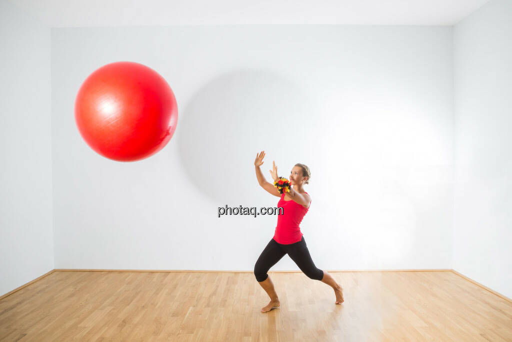 Petra Lebersorger, Deutschland, rot, Bär, fallend, Ball, Abwehr, © photaq/Martina Draper (04.08.2015)