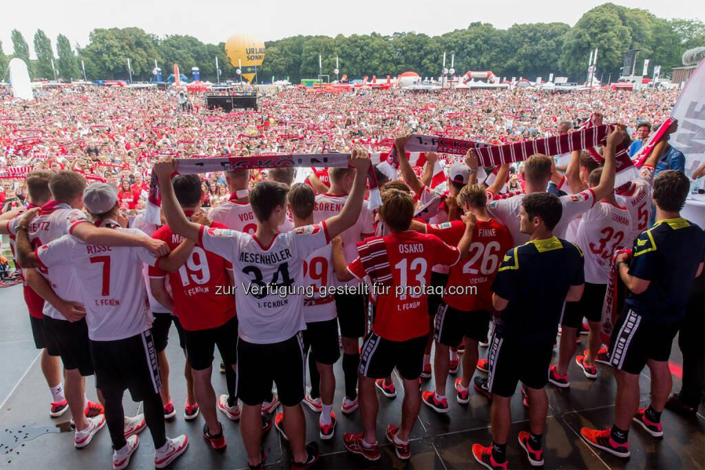 Das Burgenland und 40.000 Fans feiern den 1. FC Köln bei Saisoneröffnung :  Burgenland Tourismus wirbt in Köln :  © Thomas Fähnrich, © Aussender (12.08.2015)