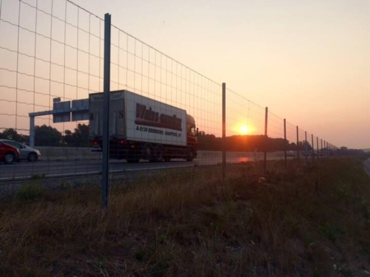 Sonnenaufgang, diesmal nicht über der Donau, sondern der S5