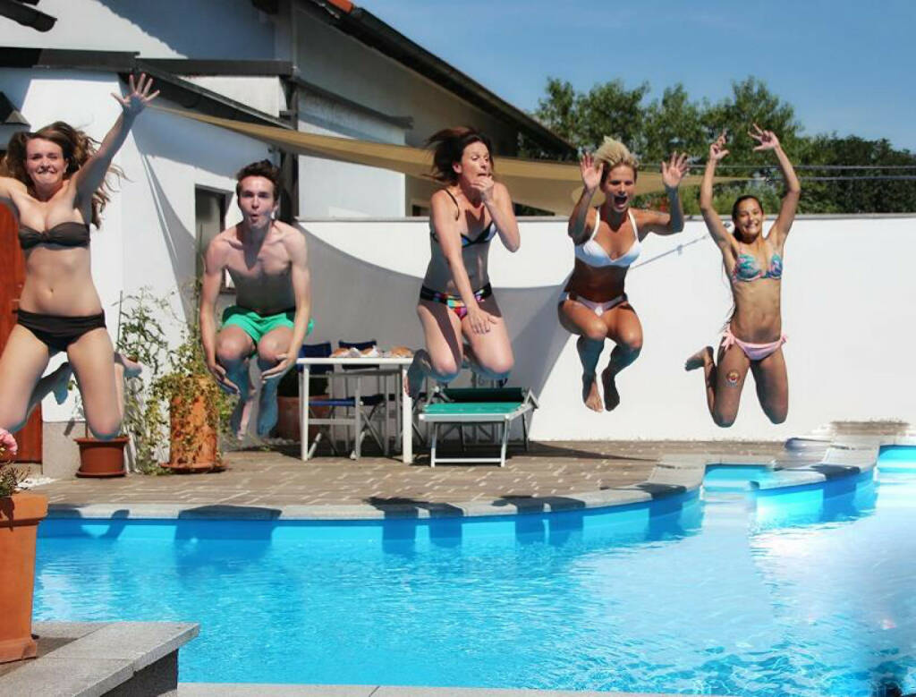 yes, jump, Sprung, Wasser, Pool, Runplugged, Elisabeth Niedereder, Tristyle Runplugged Runners, Hajnalka Soos (re) (15.08.2015)