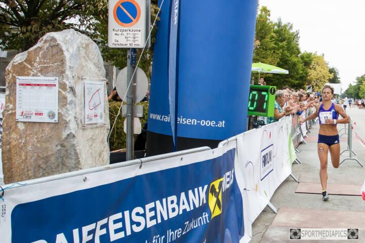 Elisabeth Niedereder gewinnt den Marchtrenker Stadtgrandprix im 1 Meilen Rennen in 5.07 min (C) Manfred Binder)