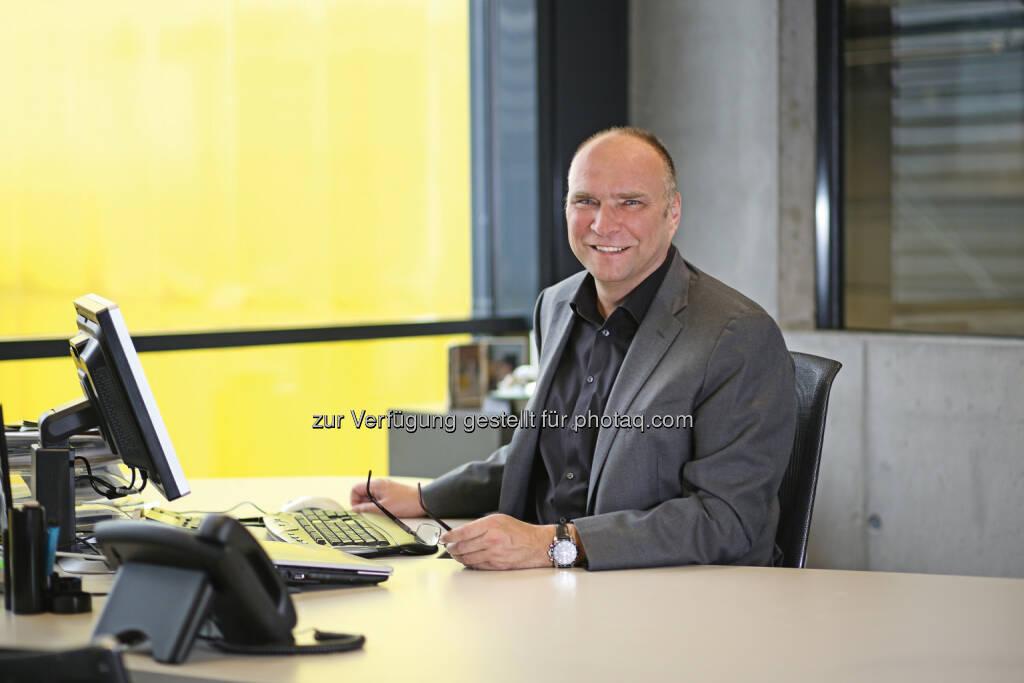 Gerald Hanisch : Mit dem Geschäftsmodell des mobilen und nachhaltigen Bauschuttrecyclings hat Rubble Master den internationalen Markt erobert. Mit einer Exportquote von 92% im Geschäftsjahr 2014, konnte das oberösterreichische Unternehmen einen Gesamtumsatz von 44,8 Millionen Euro erwirtschaften. Damit steigerte sich der Umsatz um 12% gegenüber 2013. Und auch die Zwischenbilanz für 2015 zeigt in diese positive Richtung : (c) Rubble Master, © Aussender (17.08.2015)