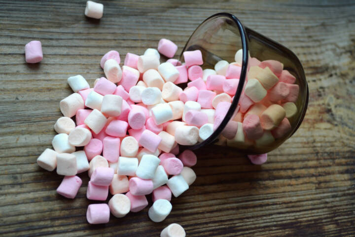 Marshmallows, Süßigkeiten, http://www.shutterstock.com/de/pic-242842762/stock-photo-lots-of-little-marshmallows-in-a-cup.html